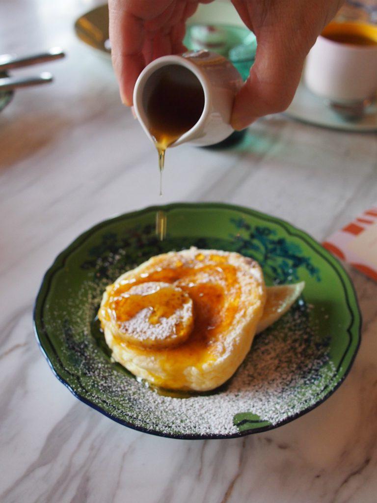 リコッタパンケーキのお皿もリチャードジノリのオリエンテイタリアーノ