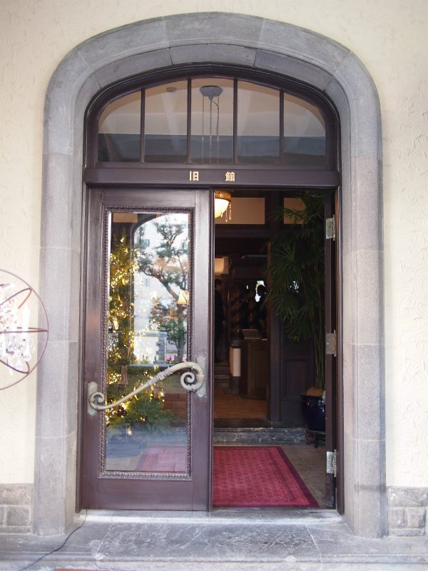 入り口には赤坂プリンスの旧館だった名残がありました。