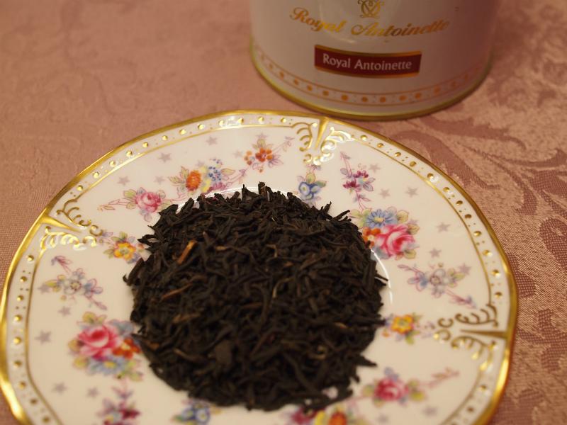 ロイヤルアントワネットの茶葉。ゴールデンチップが見えるので良質なアッサム茶葉が使用されていることが分かります。