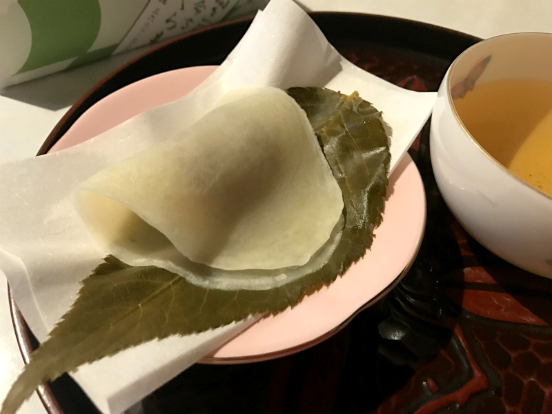 こちらは関東を代表する桜餅「長命寺の桜餅」です。