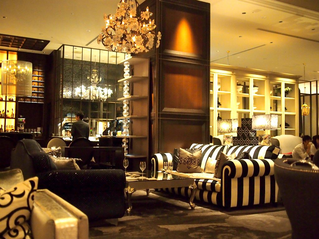 インターコンチネンタル東京ベイのニューヨークラウンジは内装がゴ-ジャスで素敵です。