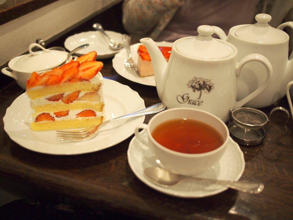 カップ&ソーサーとケーキ皿はローゼンタールのものでした。