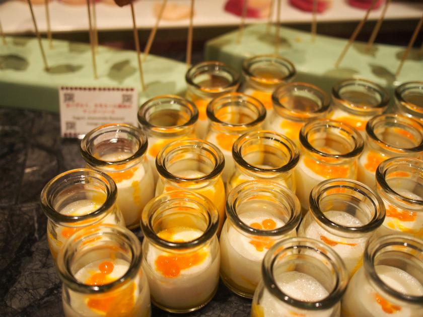 ヨーグルト、カモミール風味のマンゴーソース