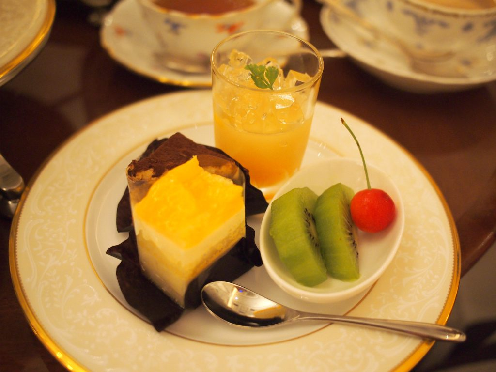 royalcrystalcafe afternoontea sweets