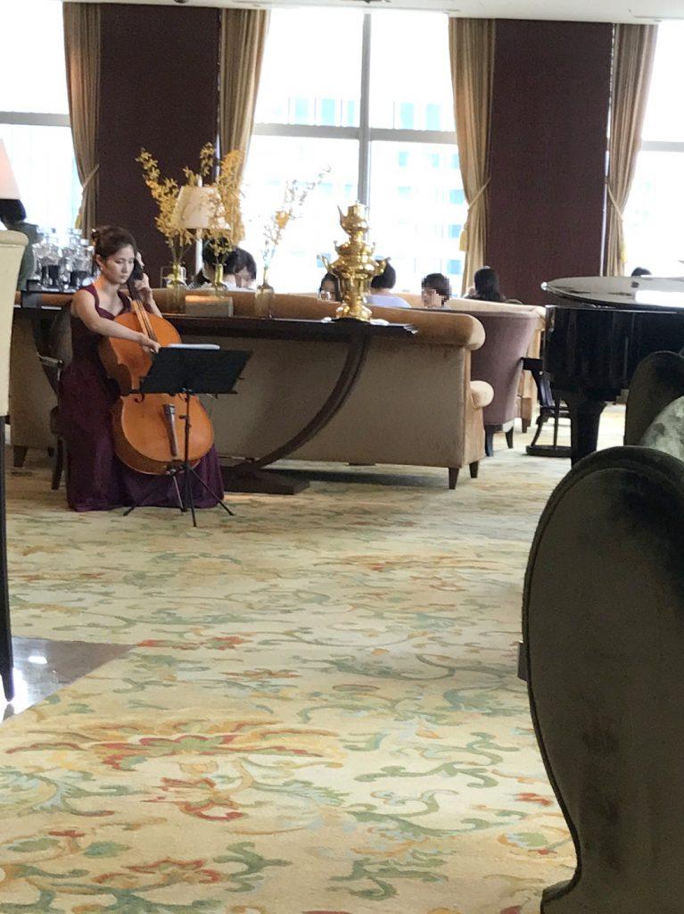 チェロの生演奏がありました。