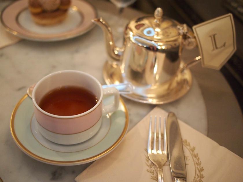 銀座のラデュレ サロン・ド・テで「テ・マリーアントワネット」をいただいた時の写真です。「テ・マリーアントワネット」はストレートで少しお砂糖を入れて飲むのがおすすめです。