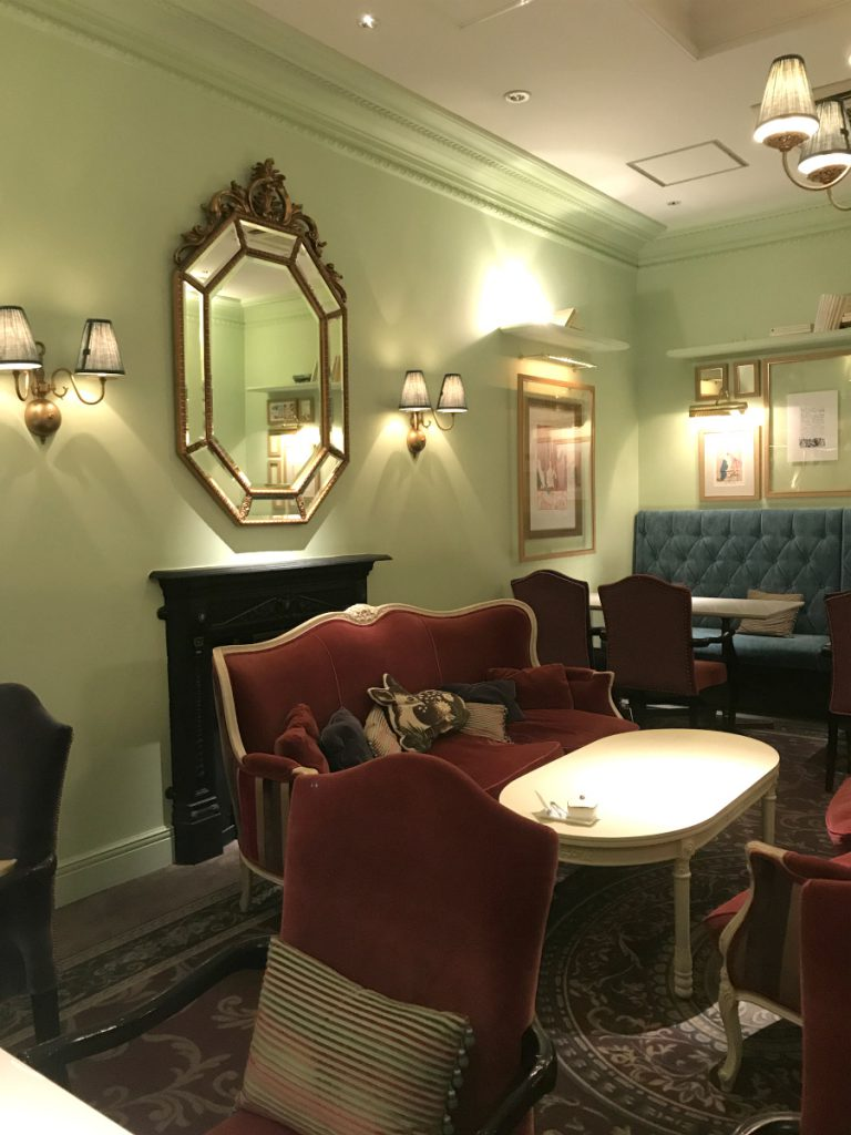 パティスリー パブロフのカフェスペース