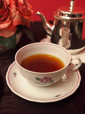 sadaharuaoki saya dimbula tea1