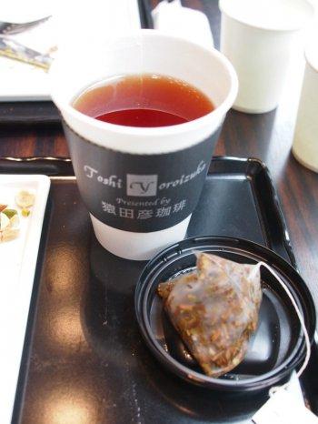 紅茶はティーバッグのダージリンでした。