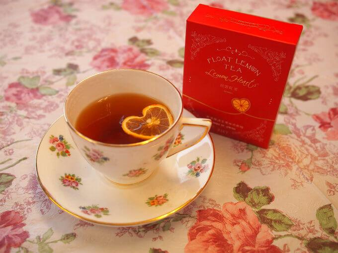 念願だった出雲紅茶のフロートレモンティー<レモンハート>。3種類の中では一番紅茶らしい味でした。