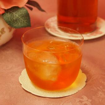 タンブラータイプは紅茶を口に運ぶときに、あまり角度が付かないので、口いっぱいに紅茶の風味が広がります。