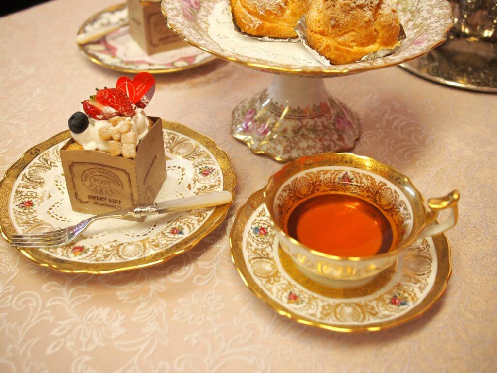 クニヒロのふんわりシフォンとクリームパフと紅茶