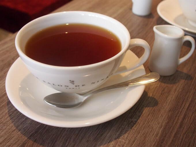おかわり不可だけど、紅茶はかなり大きなカップで提供されます。普通のティーカップの2倍?くらいある大きさです。