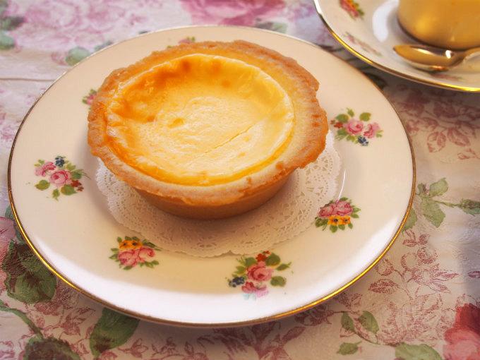 plecia bakedcheese tart piece