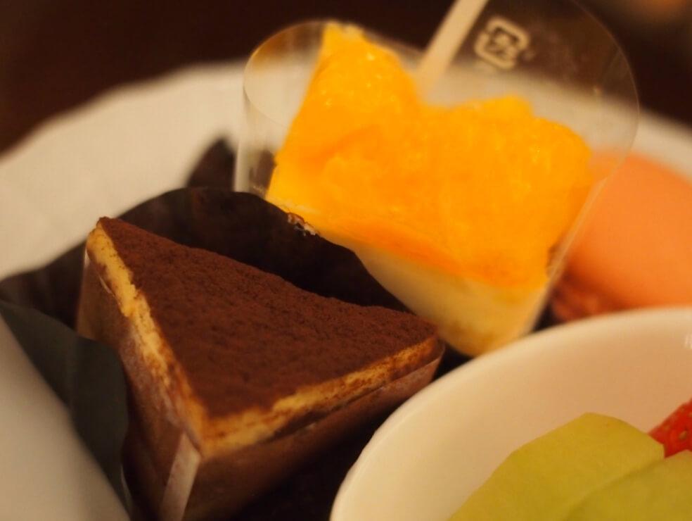 オレンジケーキとティラミス