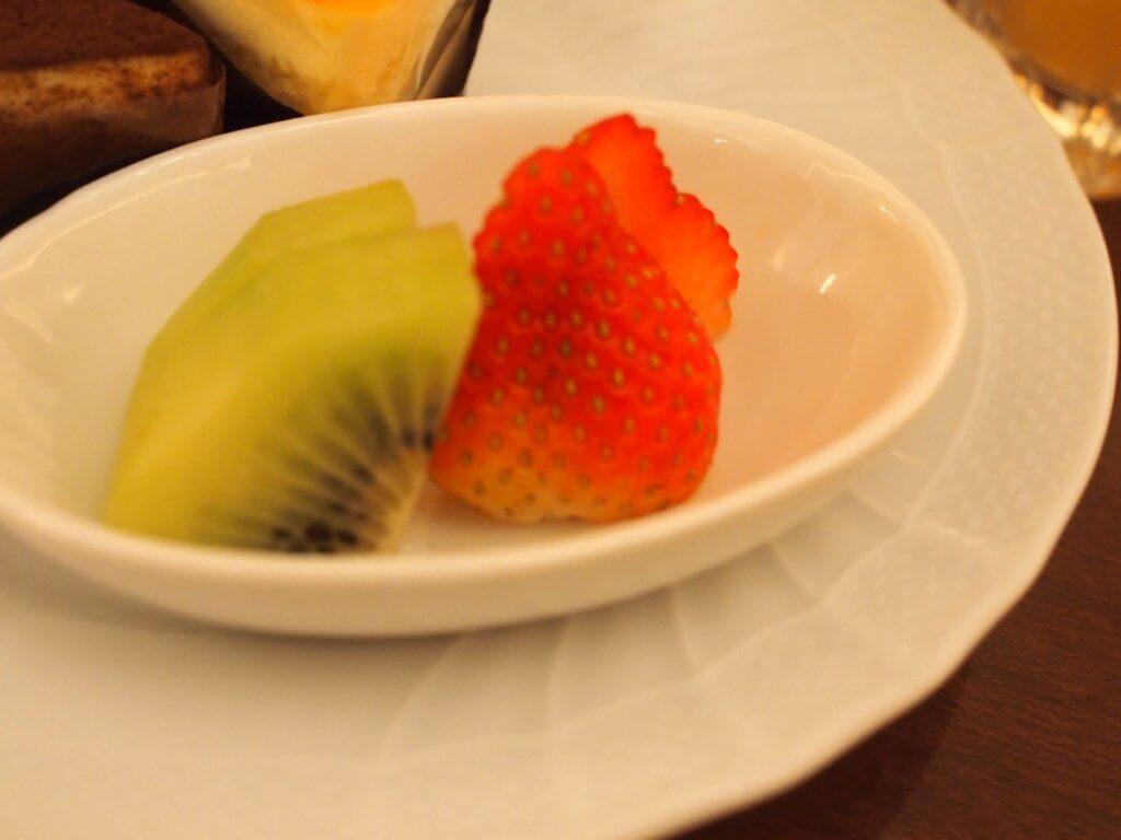 フルーツはいちごとキウイでした。