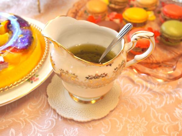 サラダのドレッシングはMAILLE ラズベリービネガーとオリーブオイルで作りました。