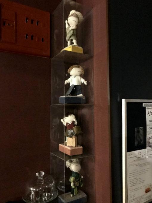 こちらは店名の由来になっているお人形。オーナーさんの作品です。