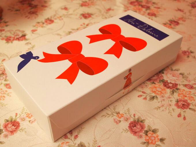 こちらは4個入りのオードレーヌの箱