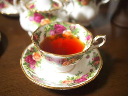 キャンディは水色がキレイな紅茶