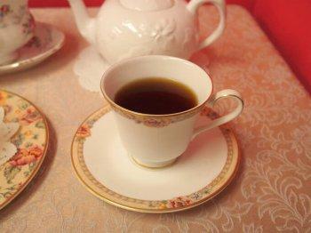 キャンディの水色(すいしょく)は赤褐色なのですが、今回のカップは深さがあるので水色が濃く見えます。