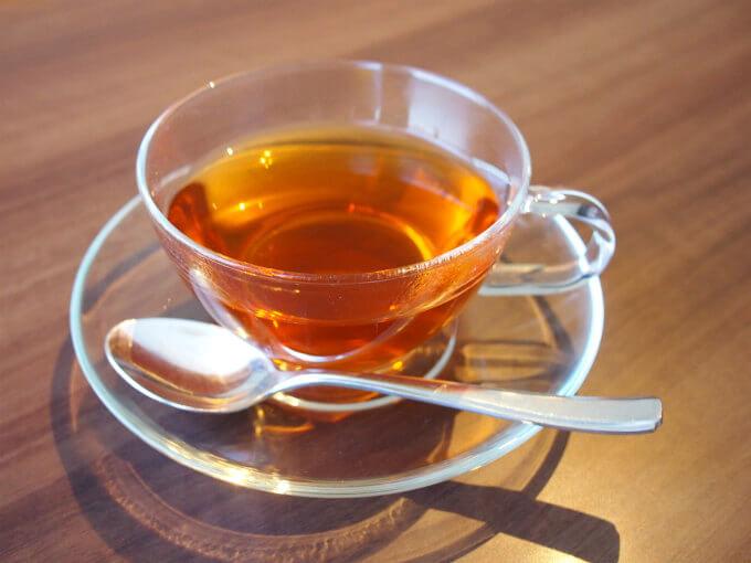 こちらはオーガニックアフリカンネクター。ルイボスにマリーゴールドとハイビスカスを加えたフレーバーティー。ほんのり甘くていい香りのする美味しいお茶でした。