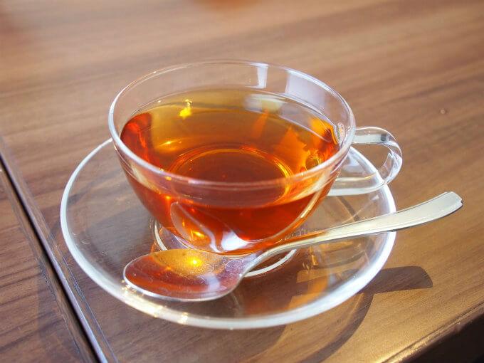 こちらは薔薇の紅茶。薔薇の花びらをたっぷりブレンドされたのとことだけど、薔薇が強すぎず優しく香る美味しい紅茶でした。