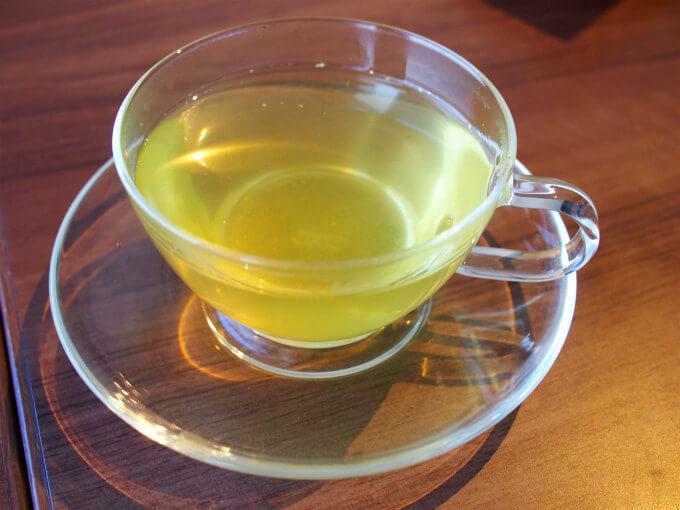 こちらは加賀金箔茶。うま味と甘みを感じる美味しい緑茶でした。