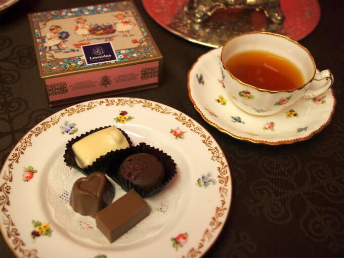 レオニダスのチョコレートと紅茶