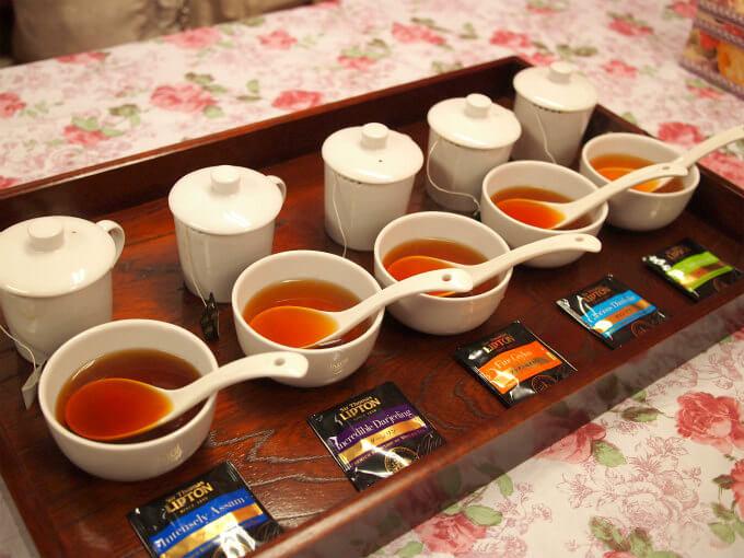 産地によって紅茶の色が違うことがよくわかります。リプトンの公式ページでも「まずは水色(すいしょく)の違いを楽しんで」と書いてありました。