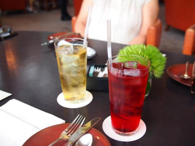 こちらはアイスティーにしたカモミールとワイルドチェリー。お茶は全てアイスティーにすることが出来ます。