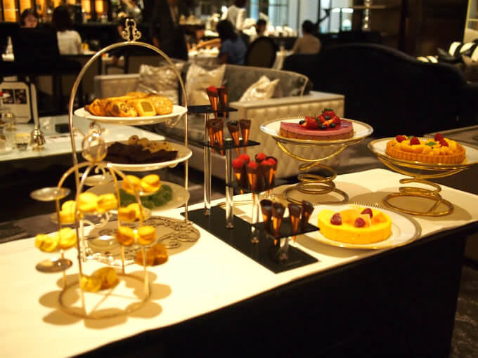 interconti nylounge2018 afternoontea gateauwagon1