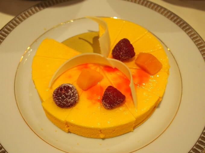 マンゴーとパッションのケーキ