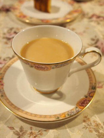 リーフティーのアッサムはストレートでも美味しいけれど、ミルクティーによく合う紅茶です。