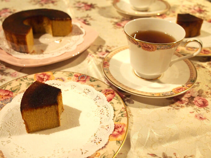 オヴァールの「鎌倉ブリュレバウムクーヘン」と紅茶