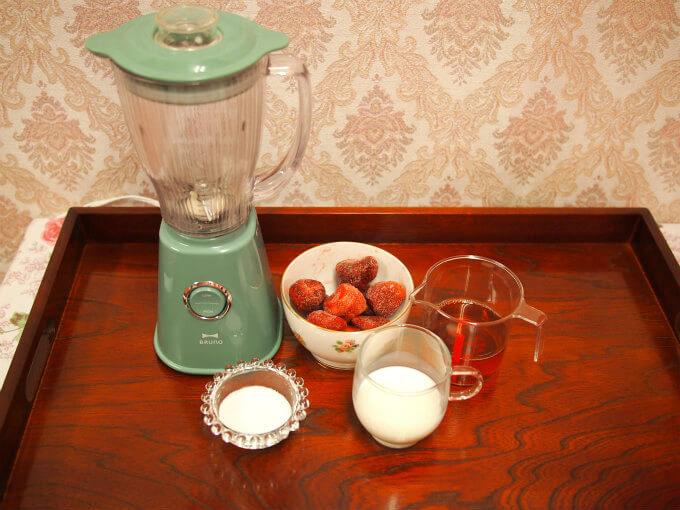 strawberry milk teasmoothie material1