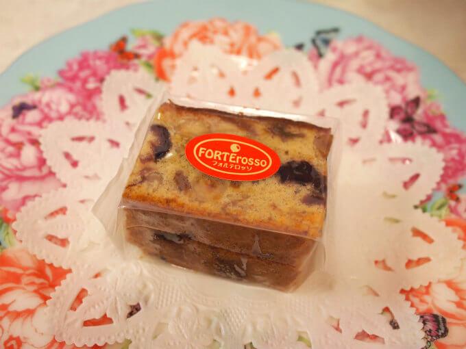 「フォルテロッソ」のパッケージ。こちらはミニサイズ2個入り。国立フォルテのドライフルーツケーキは添加物なしだけど、真空パッケージなので日持ちが結構します。