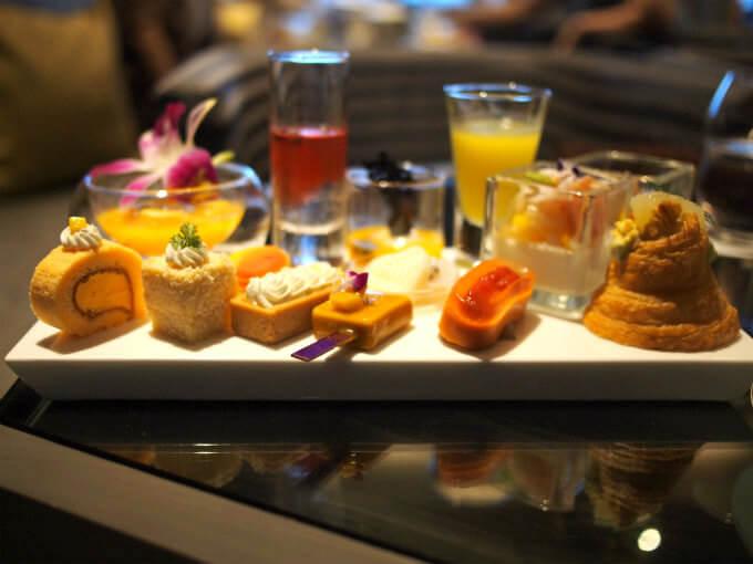 銀座シックス 「ザ・グランラウンジ」のアフタヌーンティーはケーキスタンドではなくプレートでの提供です。