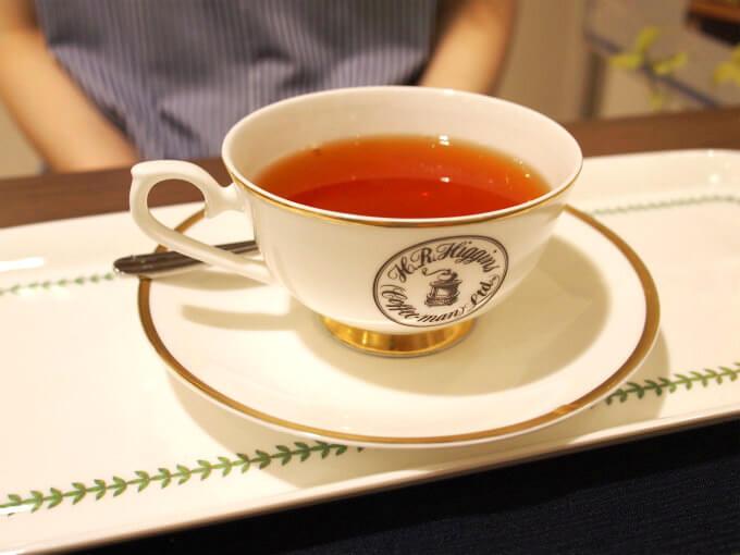 こちらは「アフタヌーン」ダージリンとアッサムがメインのさっぱりとした紅茶。ティーカップもオリジナルで素敵です。