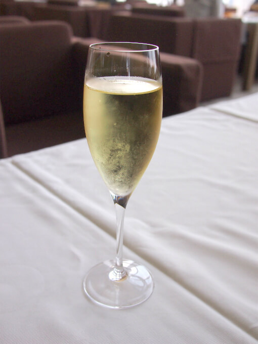 今回は一休 で予約したのでスパークリングワインなどのウェルカムドリンクのサービス付き。こちらはノンアルコールのスパークリング。