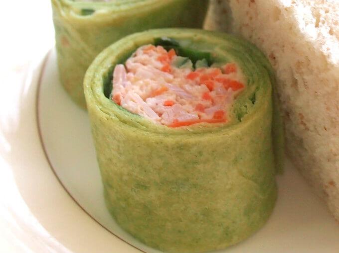 「ポークハムと野菜のトルティーヤロール」野菜が多めで美味しかったです。
