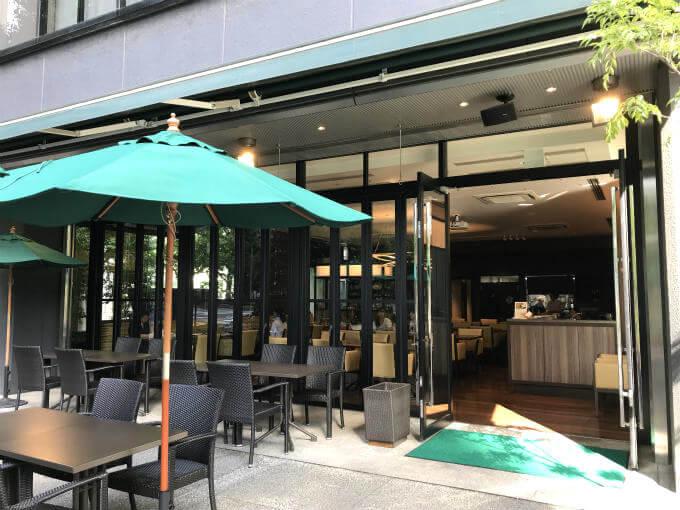 ホテル龍名館お茶の水本店「レストラン1899」のエントランス。 テラス席もありました。
