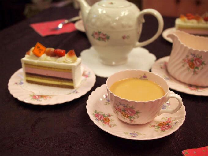 ティーウェアはミントンのロゼッタです。最高に可愛いケーキなので最高に可愛いティーウェアを合わせました。