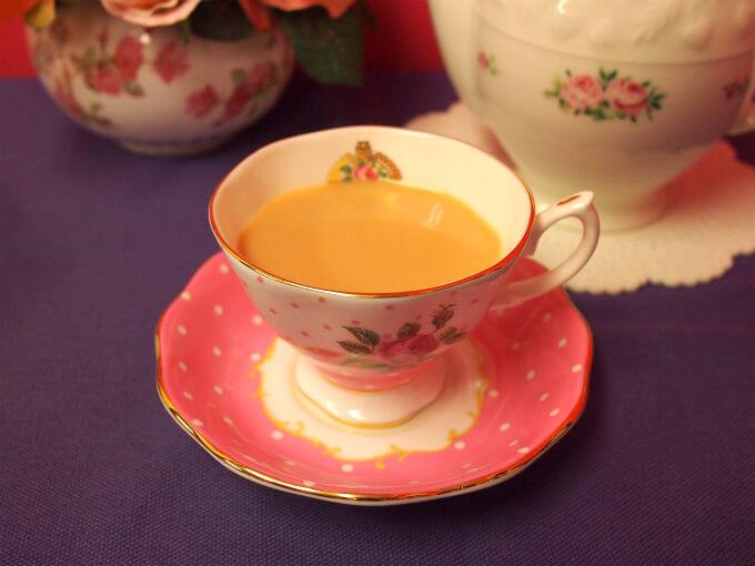 ディンブラはミルクティーにしてもスッキリ感があるので、飽きずにたくさん飲めるミルクティーになります。