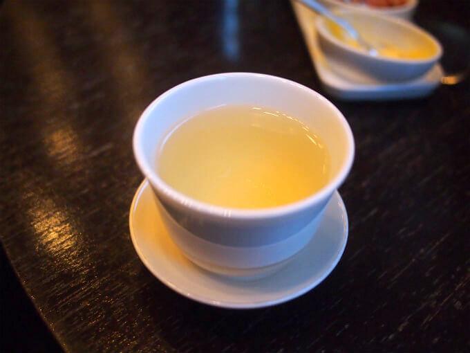 こちらは凍頂烏龍茶。青茶独特の花の様な香りがはっきり分かりました。