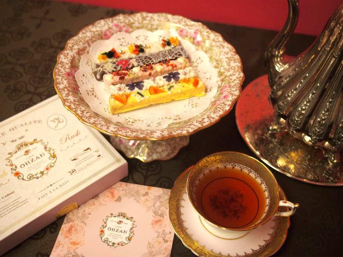 CAFE OHZANのスティックラスクと紅茶