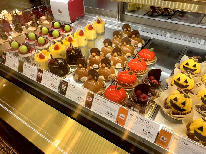 こちらは日本橋高島屋のヴィタメールのケーキのショーケース。右側の2つがハロウィン限定スイーツです。
