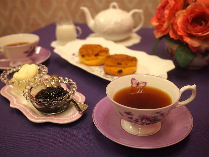 マルシャンのクランベリースコーンと紅茶