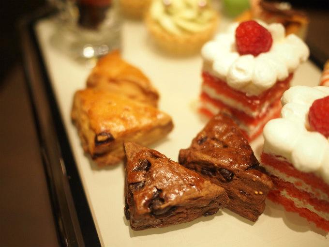 クランベリーとホワイトチョコスコーンとチョコレートフィグのスコーン