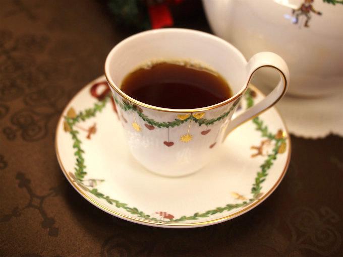 ルフナは黒っぽい水色(すいしょく)の紅茶です。